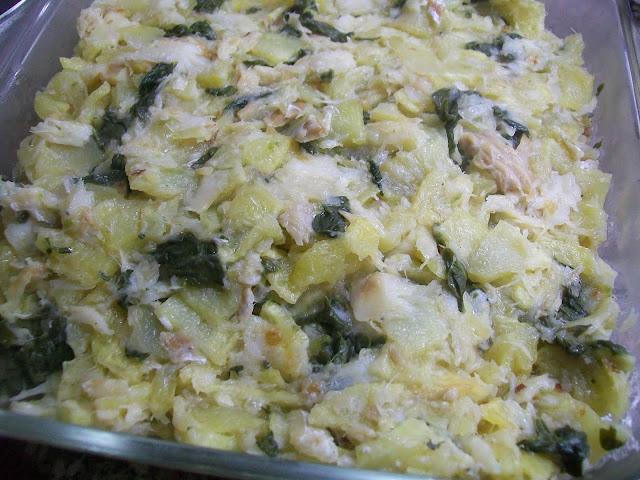Bacalhau cremoso no forno com grelos e chouriço