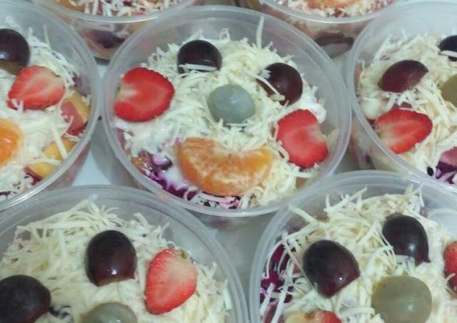 salad buah cup sederhana