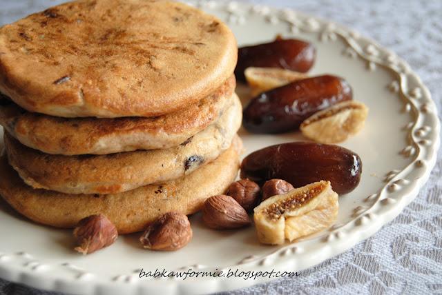 gryczane placuszki z bakaliami na śniadanie babkawformie.blogspot.com