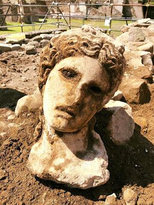 Στη Ρώμη βρέθηκε μαρμάρινη κεφαλή του Διονύσου ηλικίας 2.000 ετών!
