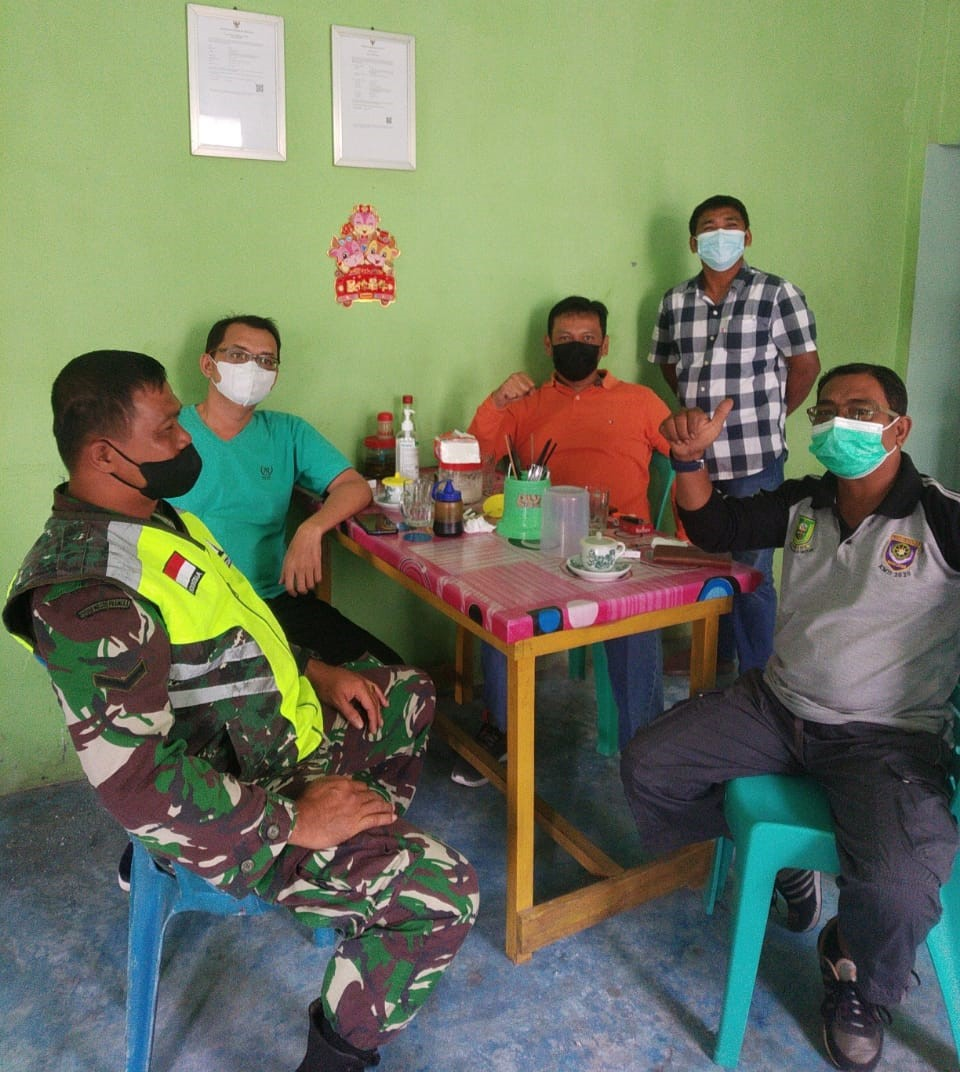 Lakukan Komsos Babinsa Kelurahan Bandarsyah Sosialisasikan Vaksinasi dan Mamfaatnya