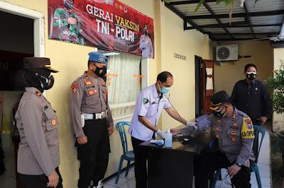 Tinjau Gerai Vaksinasi TNI-Polri, Kapolres Ponorogo Ingatkan Warga Tetap Jaga Prokes