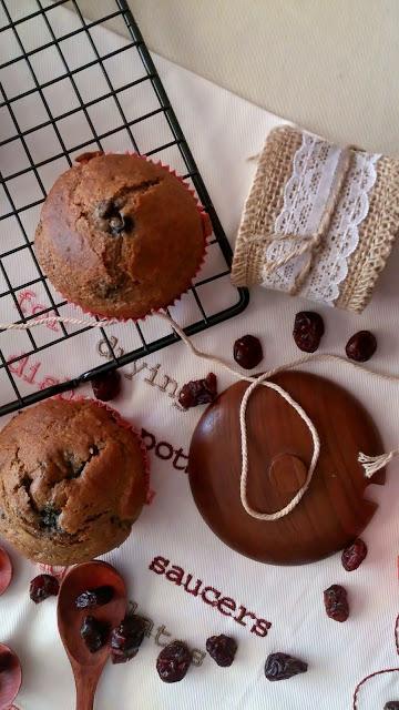 Muffins de canela y frutos rojos. Receta adaptada de Lorraine Pascale. Desayuno, merienda, postre. Sanos, saludables, healthy. Con horno. Cuca