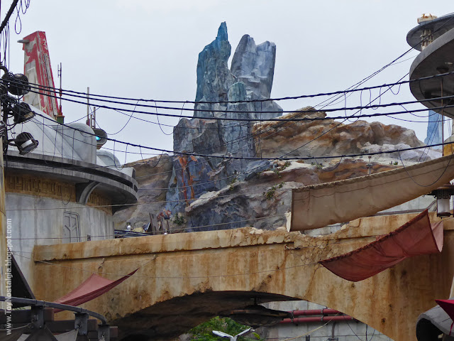 STAR WARS: Galaxy's Edge The Black Spire Outpost Blue Rocks