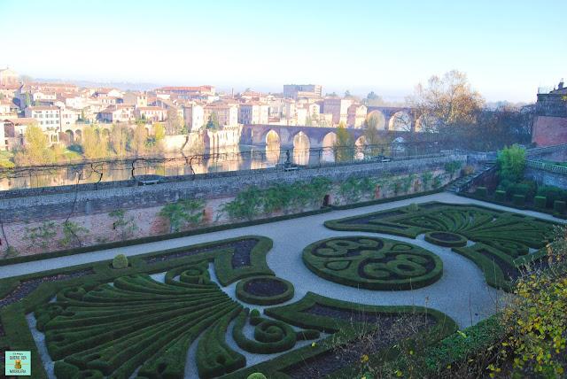 Jardines del Palacio de la Berbie en Albi, Francia