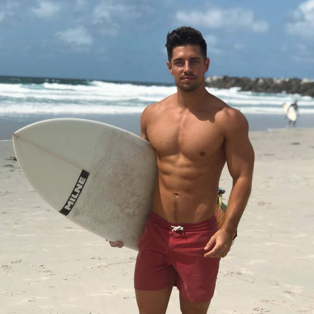 hot-beach-guys-shirtless-fit-college-bros-surfer-dude