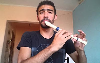 TALENT – Playing flute simultaneously beatboxing