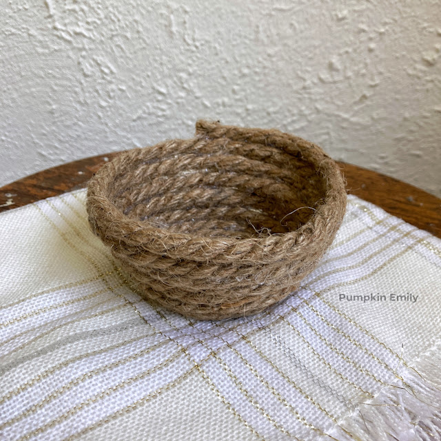 A bowl made out of nautical rope.