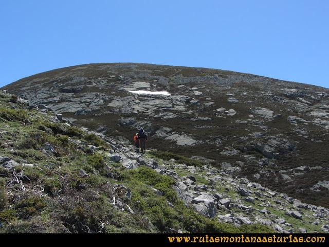 Ruta Les Rapaines, Lago Ubales, Cascayón: Subiendo Les Rapaínes desde Wamba