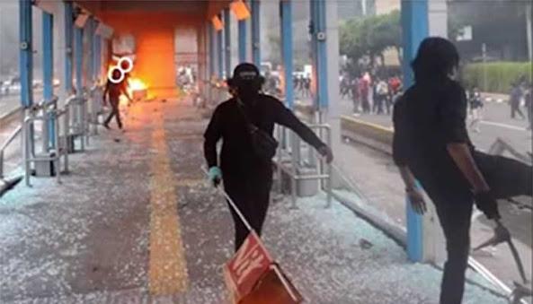 Video Pembakar Halte Transjakarta Saat Demo UU Ciptaker Viral di Medsos