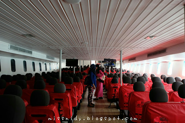 ferry boat from phiphi to phuket