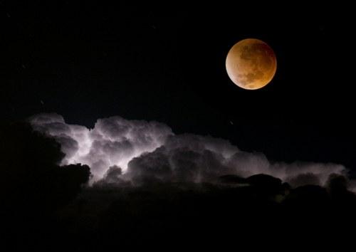 Σκοτάδι, φως, σύννεφα, φεγγάρι, σελήνη