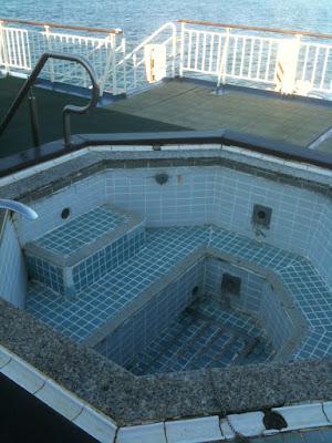 新日本海フェリー甲板。ジャグジー