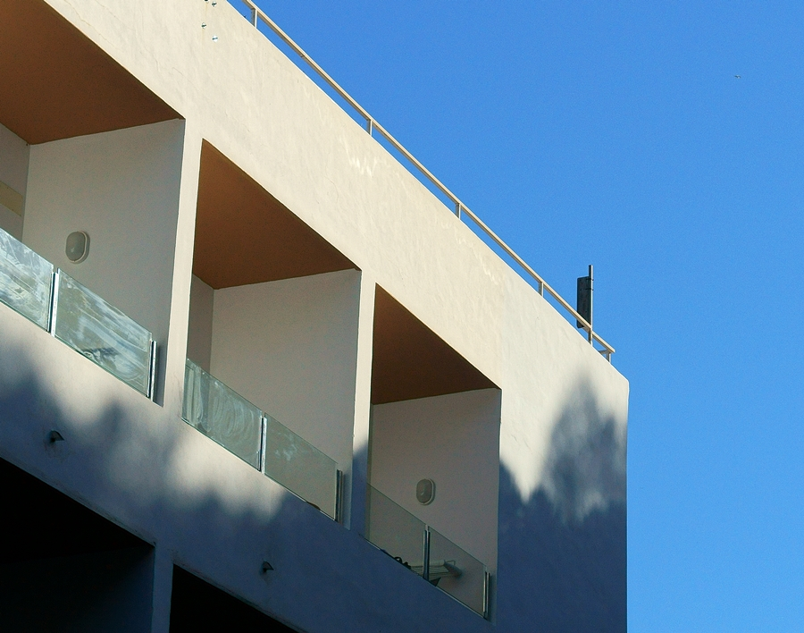 Blog + Fotografie by it's me fim.works - La Isla Blanca Ibiza, Cala Llonga, Balkon im 6. Stock Hotel Palladium