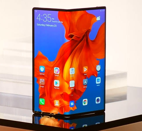 Announcing the date of the release of the phone Huawei Mate X and information on a second version of the phone
