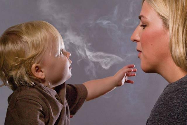 Apa jadinya apabila Anda adalah seorang yang bukan perokok, tapi sering terkena asap yang dihembuskan para perokok. Tentu hal ini menjengkelkan bagi hampir semua orang. Seseorang yang bukan perokok tetapi mendapat dampak buruk dari asapnya disebut sebagai second hand smoker atau perokok pasif.