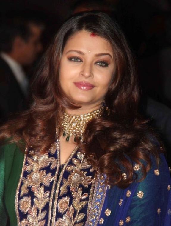 cinema: Latest Photos of AISHWARYA RAI with her family  |Aishwarya After Baby Birth