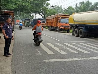 Camat Lima Puluh Turut Andil Tertibkan Truck Parkir