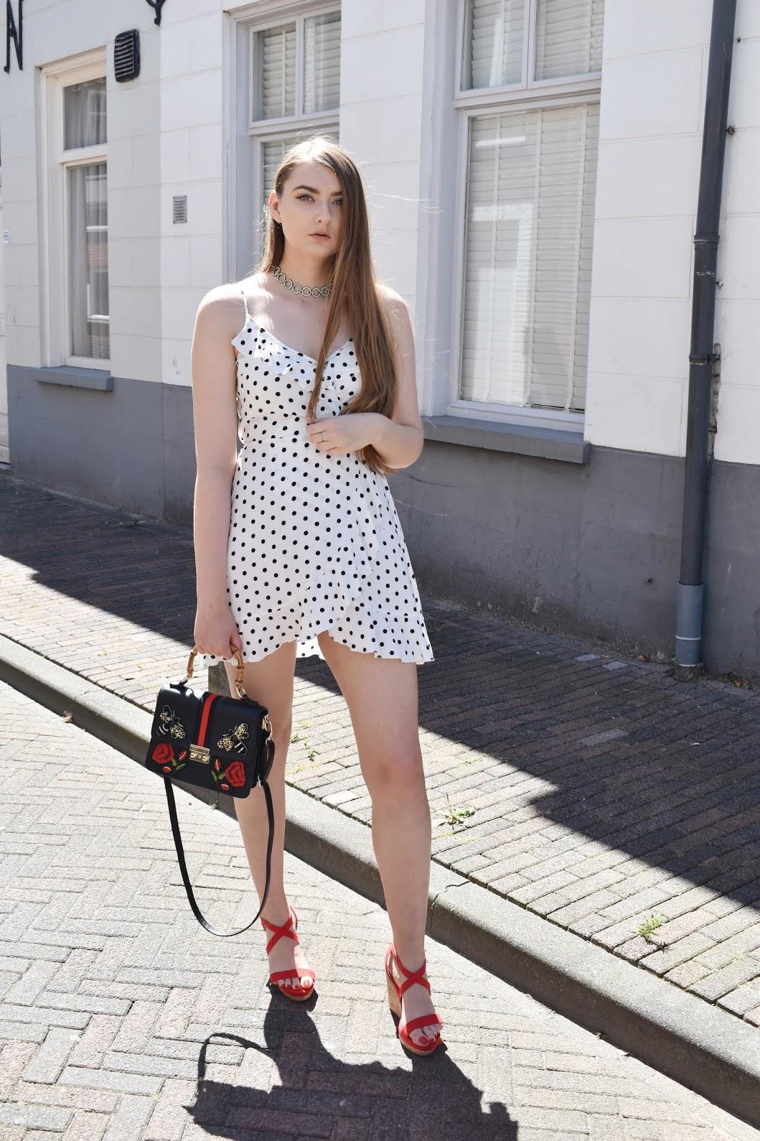 sukienka w groszki stylizacje