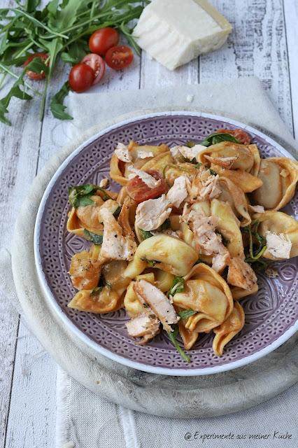Experimente aus meiner Küche: Tortelloni-Zucchini-Pfanne mit Lachs