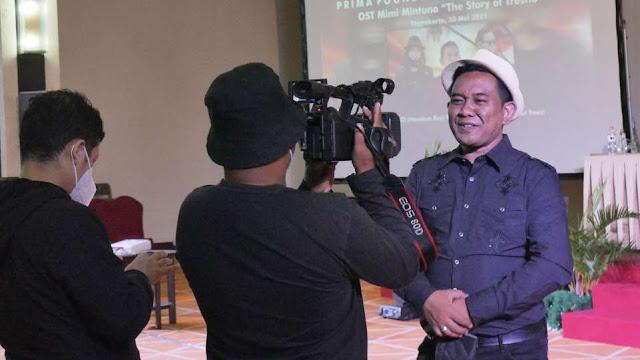 AM. Kuncoro saat diwawancarai awak media di acara Press Conference OST Web Series Mimi Mintuno Tresno  pada Minggu, 30 Mei 2021 di Yogyakarta.