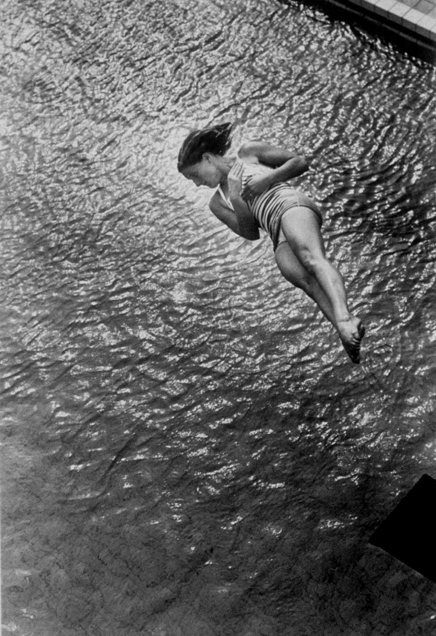 diving photographs ralph crane mccormick pat diver springboard plunge 1952 medalist gold olympic games helsinki finland photographer getty 1913 1988