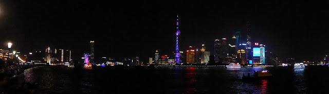 Panorámica nocturna del Bund y Pudong