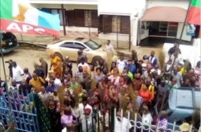 Confusion As All The Members Of APGA In Abia Abandon Party, Join APC (Photos)