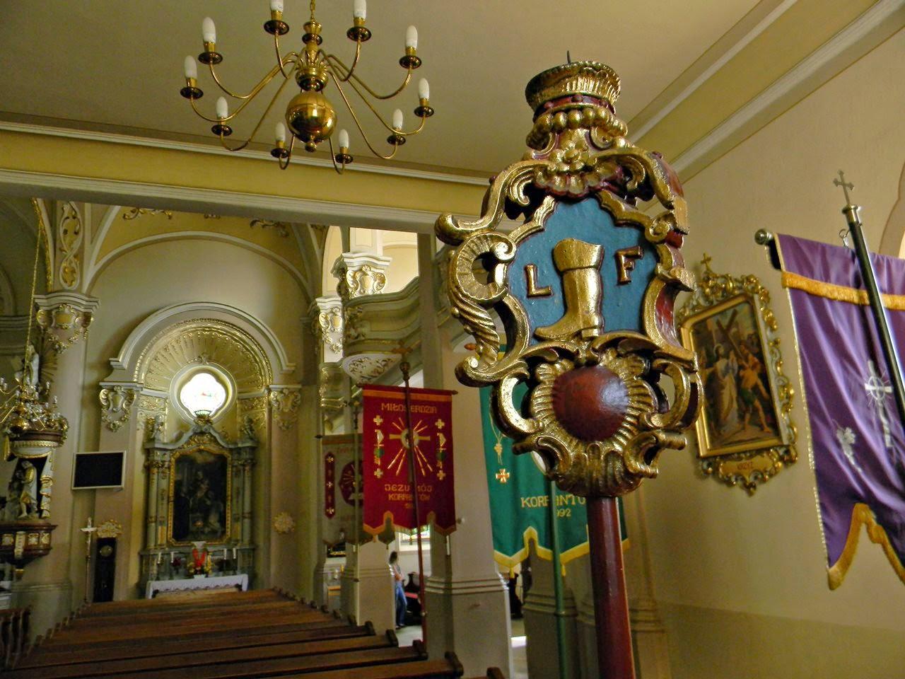 kościół, Korfantów, ławki, nawa boczna