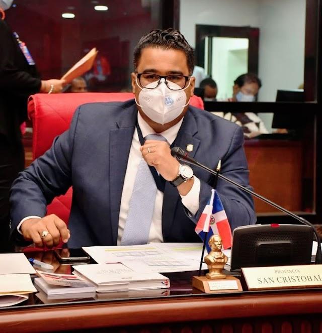 Senador Franklin Rodríguez solicita reducción de impuestos a boletos áreosn