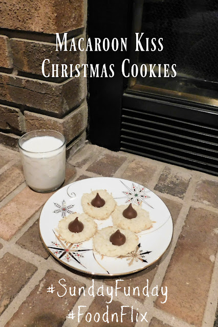 Macaroon Kiss Christmas Cookies pin