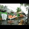 Hujan Angin Luluh Lantakkan Pasar Buah dan Sekolah