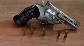 Polícia prende homem com arma com numeração raspada em Laranjal