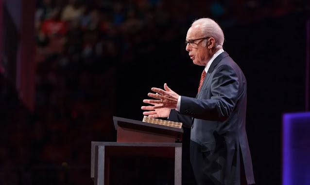 Igrejas que promovem um 'cristianismo superficial' estão sendo expostas, diz John MacArthur
