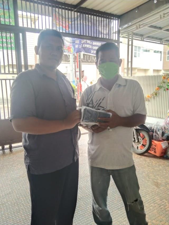 Ketua DPC Partai Nusantara Medan Serahkan Bantuan Masker Secara Simbolis Pada PAC Pemuda Karya Nasional Medan Timur