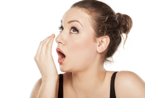 मुंह की दुर्गन्ध दूर करें