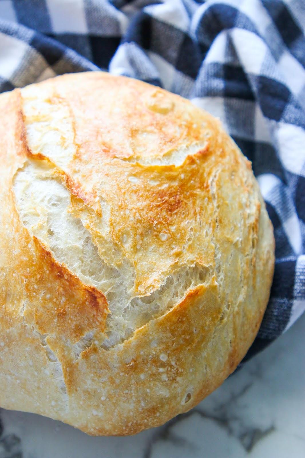 Hearty artisan bread recipe. No-knead artisan bread in five minutes. Soft artisan bread recipe. Easy bread recipe. Easiest homemade bread recipe. Homemade bread for beginners. How to make homemade bread. Pantry recipes. Easy pantry recipes. Basic kitchen recipes. Bread baking for beginners. #bread #breadmaking #breadmachine #artisanbread #pandemic #foodstorage #prepper #emergencyessentials #recipes #bread