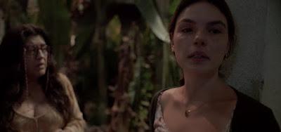 Lurdes (Regina Casé) em cena com Betina (Isis Valverde); enfermeira será agredida nos próximos capítulos
