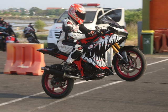 Yamaha R25 drag bike