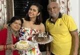 मदुरीमा तुल्ली अपने माता पिता के साथ