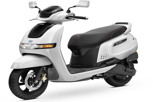 Motor Listrik TVS iQube 2021, Skuter Terbaru Asal India
