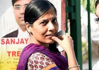 kapil-sharma-sunita-kejriwal-tweet-war