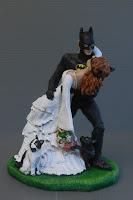 sposo batman statuina sposi cake topper casqué romantico orme magiche
