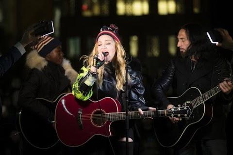 madonna e il concertino in piazza per hillary clinton, video