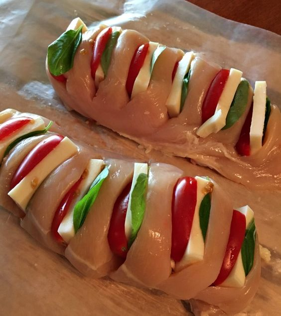 HASSELBACK CHICKEN STUFFED WITH MOZZARELLA, TOMATO AND BASIL #recipes #healthychicken #chickenrecipes #healthychickenrecipes #food #foodporn #healthy #yummy #instafood #foodie #delicious #dinner #breakfast #dessert #lunch #vegan #cake #eatclean #homemade #diet #healthyfood #cleaneating #foodstagram