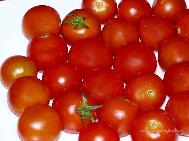 Cocina para pobres tomates cherrys rellenos con c ctel de for Coctel con zumo de tomate