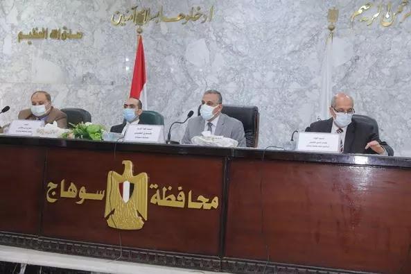 محافظ سوهاج يترأس اجتماعا موسعا لمناقشة خطة تنفيذ مشروعات مياه الشرب والصرف الصحي