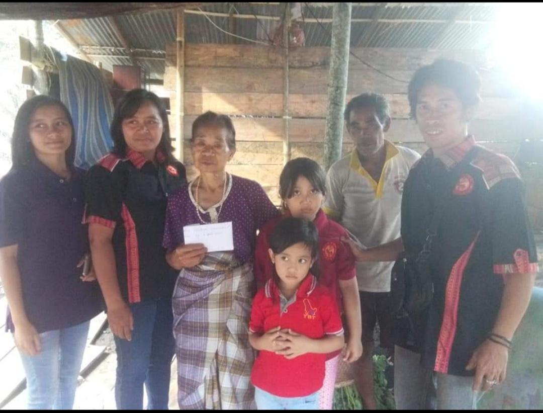 Toraya Sikamali' Datangi Korban Kebakaran di Sangalla, Rivieson: Kami Datang Berbagi Kasih