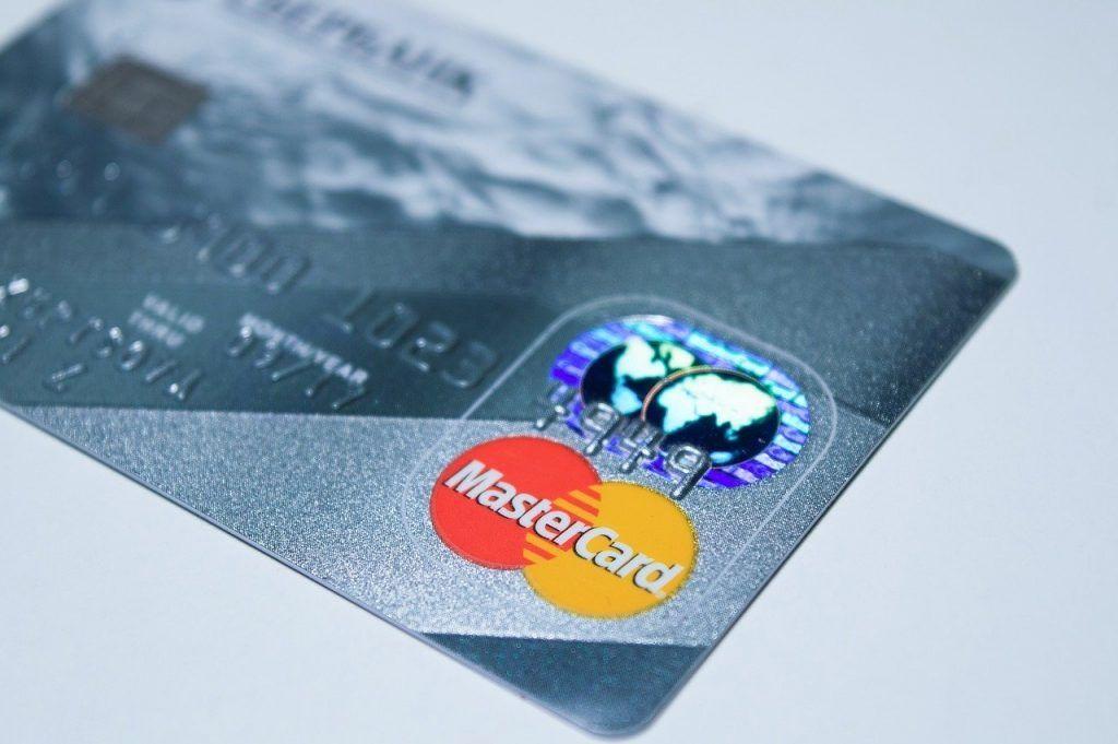 Cartão de crédito MasterCard cinza