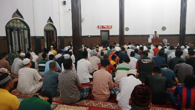 Imam Besar Istiqlal Imbau Warga Tak Shalat Jumat atau Jaga Jarak Dua Meter